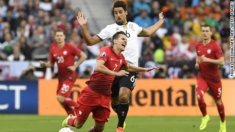 Germany's midfielder Sami Khedira (C-R) commits a foul on Poland's forward Arkadiusz Milik during the Euro 2016 group C football match between Germany and Poland at the Stade de France stadium in Saint-Denis near Paris on June 16, 2016. / AFP / MIGUEL MEDINA        (Photo credit should read MIGUEL MEDINA/AFP/Getty Images)