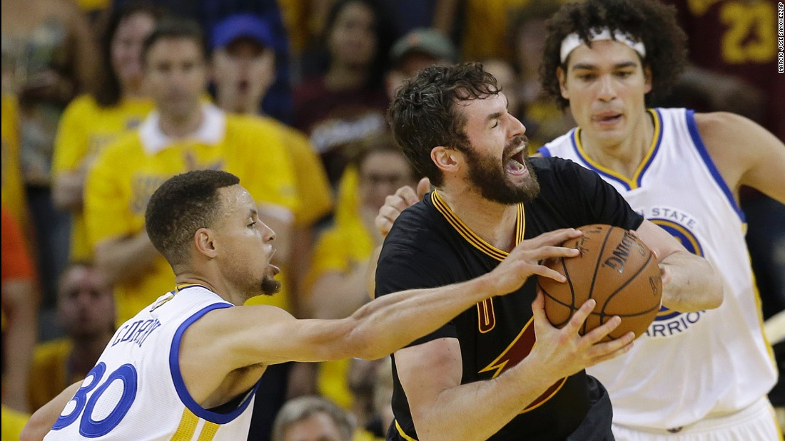 Love is defended by Curry and Anderson Varejao in the first half.