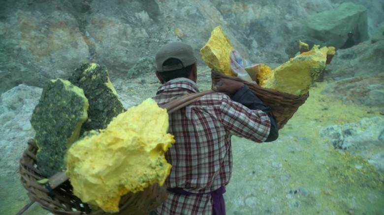mining inside Indonesia volcano ivan watson orig_00005406