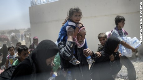 Syrian monitors: Turkish border guards kill eight refugees