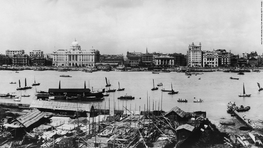 Boats on the Huangpu River in Shanghai, in the early 1920s.