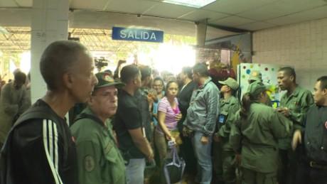 cnnee vo rafael romo crisis salud venezuela que pasen entrada hospital caracas_00010825