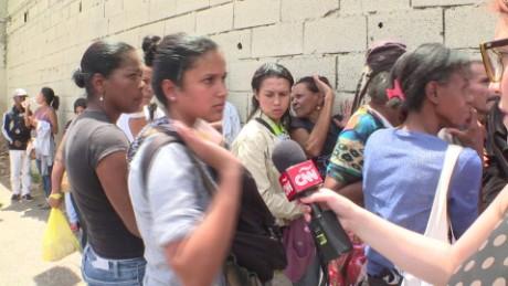 cnnee rafael romo escasez venezuela sot gente salta las colas_00002118