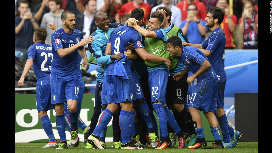 Italian players react after Pelle's goal in second-half stoppage time. Spain, the European champions in 2008 and 2012, had defeated Italy in the 2012 final.