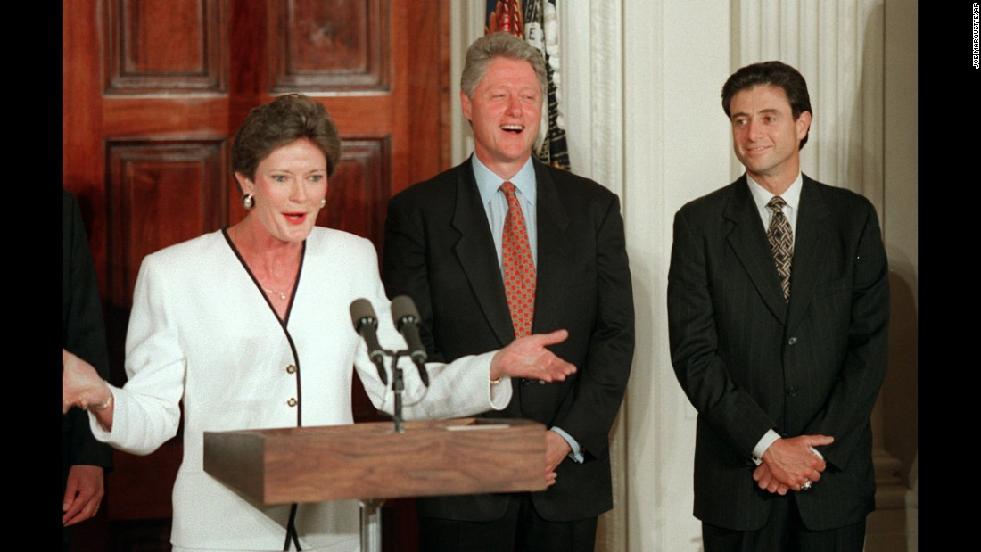 President Bill Clinton and Kentucky Wildcats coach Rick Pitino listen to Tennessee Lady Vols coach Pat Summitt during a White House ceremony on May 20, 1996 honoring the NCAA men's and women's college basketball champions.