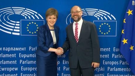 Sturgeon vows to keep Scotland in EU
