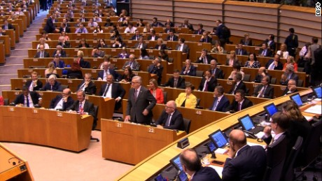 please cut down juncker sot 12057301  21 to some extent... of the exit, why are you here? (keep applause) :34