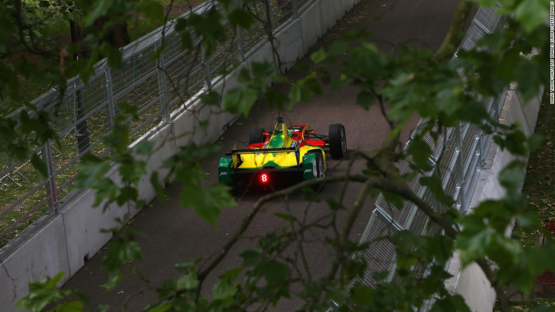 Di Grassi in action in the 2015 race in Battersea, a suburb in south-west London.