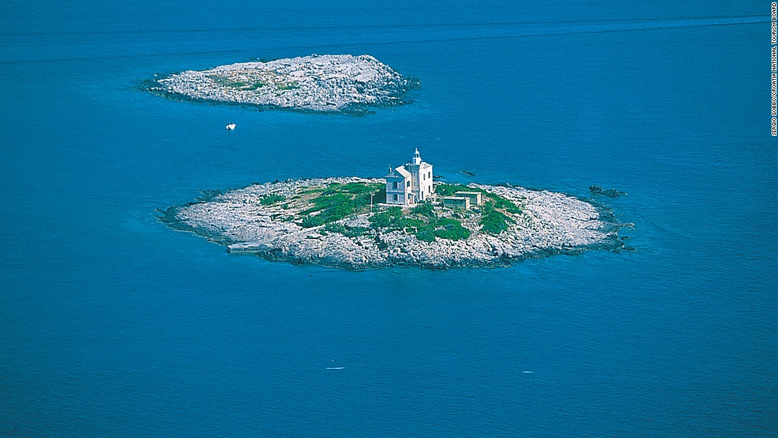 The 0.3-kilometer-square islet lies off the coast of the island of Korcula. A stone quarry made of limestone marble was constructed on it.