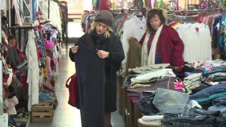 cnnee pkg diego laje por inflacion argentinos compran ropa usada_00005810