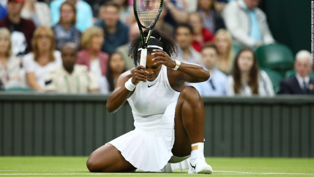 Serena Williams also played under the roof and was involved in a major struggle.