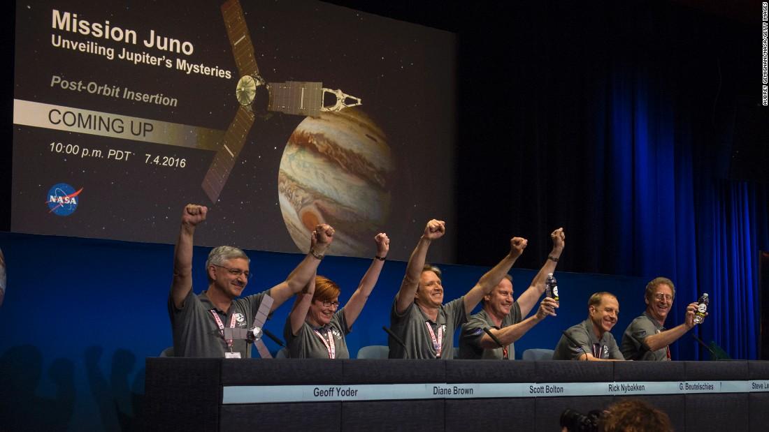 """""""¡Bienvenido a Júpiter, Juno!"""" - CNN Video"""