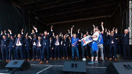 cnnee pkg digital vikingo islandia celebracion llegada eurocopa_00000000