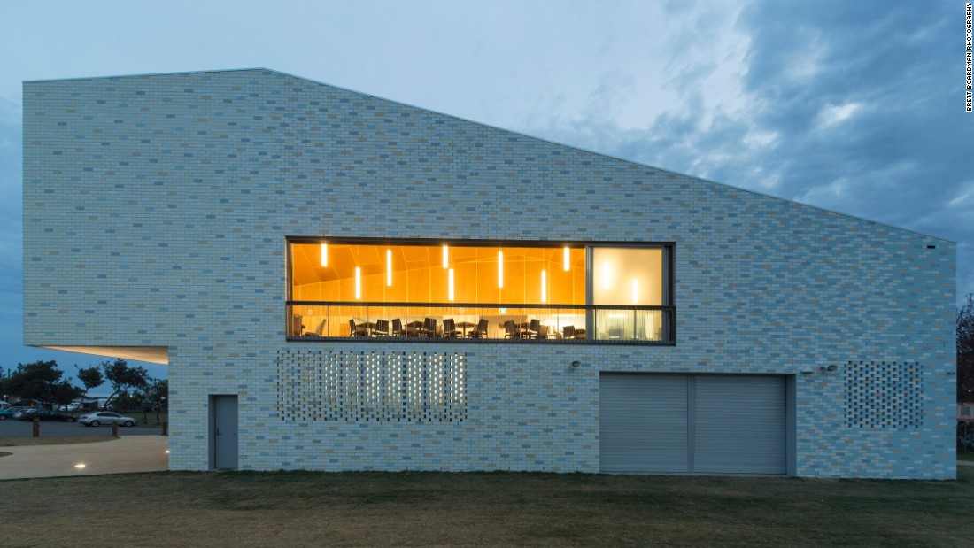 Replacing a dilapidated old structure, Kempsey Crescent Head Surf Life Saving Club, designed by Neeson Murcutt Architects, won the 2016 Sulman Medal for Public Architecture at the NSW Architecture Awards.