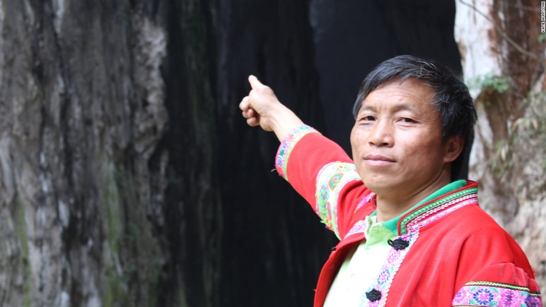 Locals also have a tradition of climbing here but now do it mainly for the benefit of tourists.  Huang Xiaobao points to the entrance of Swallow Cave, where he climbs 100 meters without safety protection.