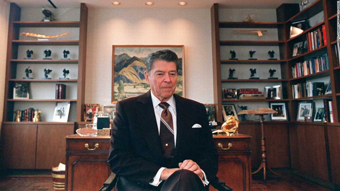 "President Ronald Reagan's (1911-2004) <a href=""http://politicalticker.blogs.cnn.com/2011/01/14/reagans-son-father-showed-signs-of-alzheimers-in-white-house/"">son wrote</a> that he believed his father showed early signs of Alzheimer's while still serving as president."