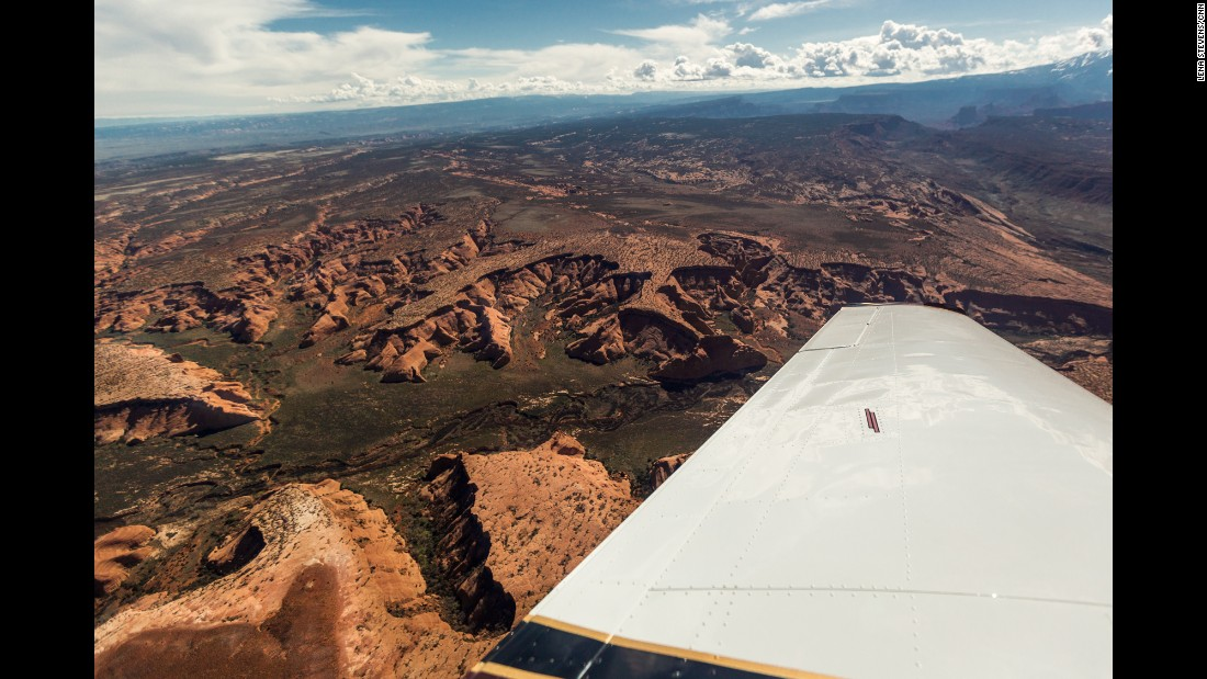 For a bird's-eye view, flightseeing tours over Canyonlands and Arches afford magical views of Island in the Sky, Fisher Towers and Devil's Garden, all stunning landscapes in the parks.