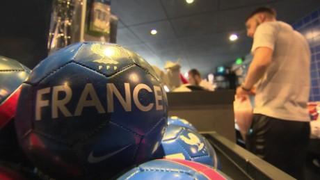 france football fever pkg davies _00011114.jpg
