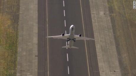 boeing dreamliner airshow cnnmoney_00002915