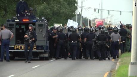 baton rouge protesters block road pkg_00001828