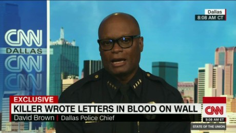 Dallas gunman would only speak with black negotiator_00010327