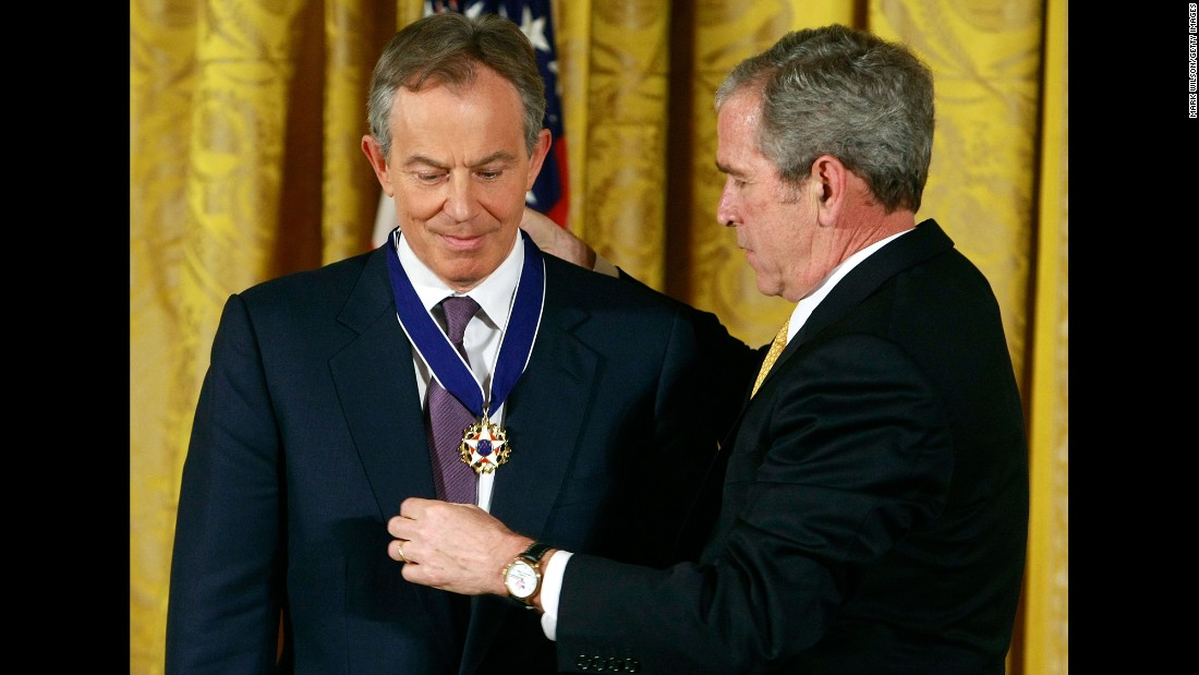 George W. Bush presents Tony Blair with the Medal of Freedom at the White House in 2009.