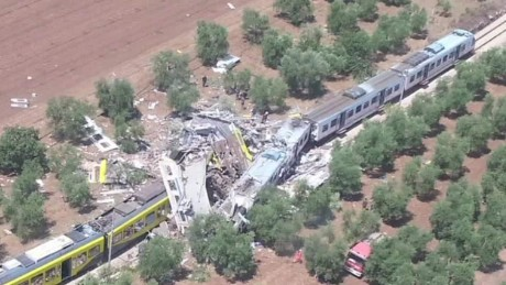 italy train crash pkg nadeau_00001020.jpg