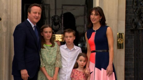 uk david cameron family leave ten downing street_00042606.jpg