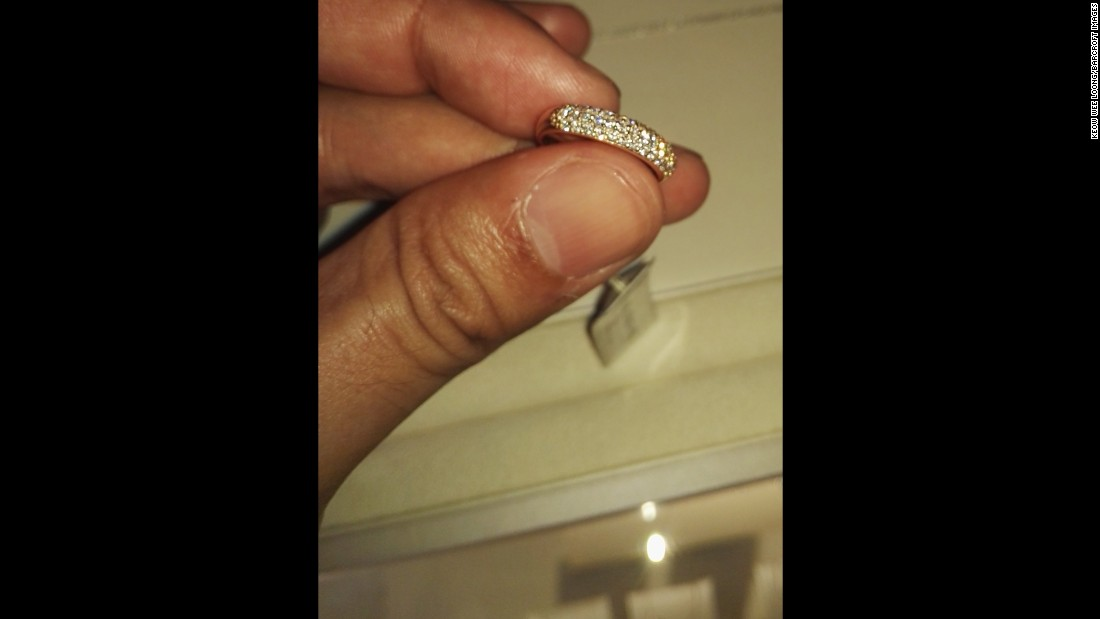 The photographer explored various shops, where he found valuables, such as this gold ring.<br />
