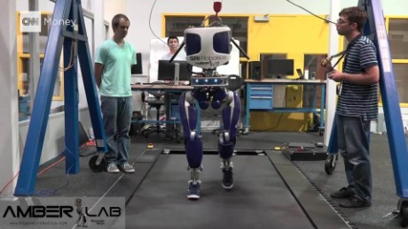 This robot is designed to strut like a human_00000000