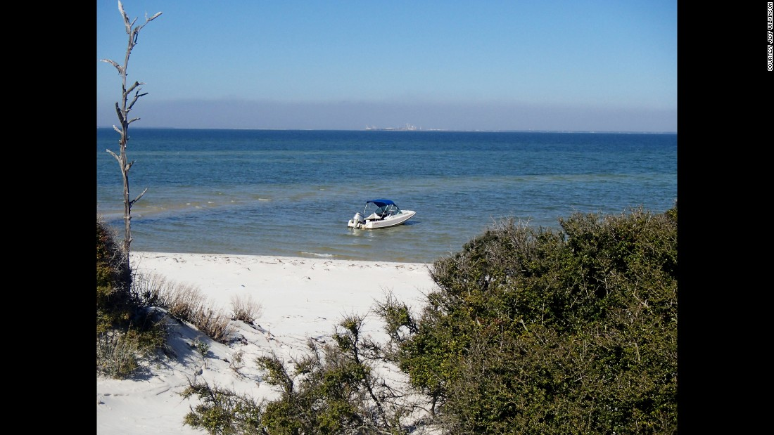 Ocean Springs is near the Mississippi areas of Gulf Islands National Seashore. A number of islands are accessibly by private boat, while the Davis Bayou Area is the only Mississippi portion of the shore accessible by car.