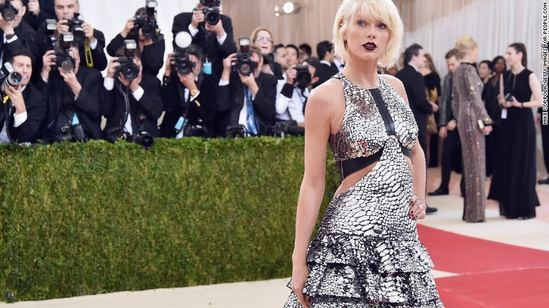 Taylor Swift alleges DJ groped her