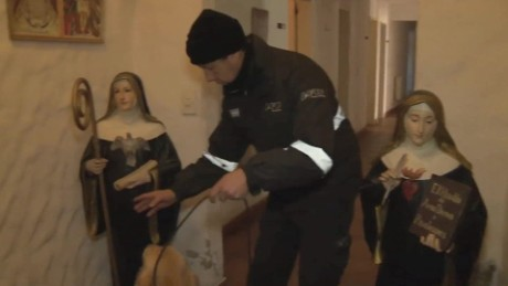 cnnee pkg perez sarmenti video jose lopez convento monjas dinero argentina_00002118