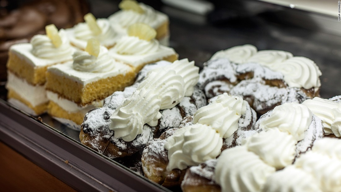 Some of the city's best cream puffs can be found in the Centro Ideal.