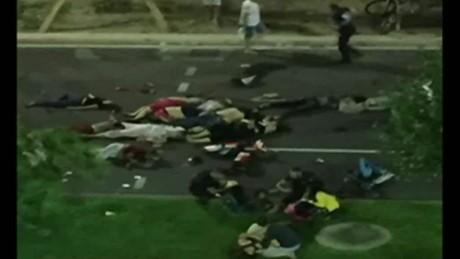 cnnee brk niza decenas muertos embestida camion dia de la bastilla_00021611