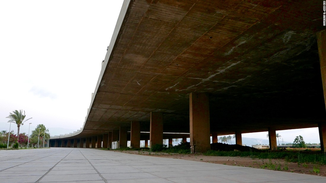 "The center's 750-meter concrete awning, which Niemeyer called <em>la grande couverture</em> (the big cover), is a testament to the architect's fascination with limits and edges. ""The site has no vertical abstractions,"" says Minkara, to disrupt the aesthetic of limitless space."
