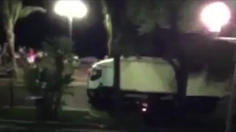 cnnee brk ataque niza video camion acelera y embiste_00001123
