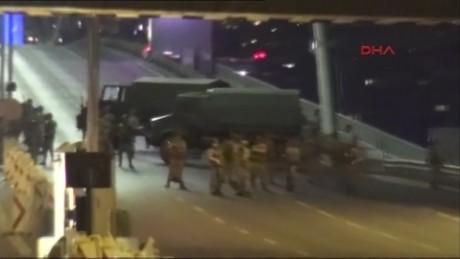 cnnee brk turquia caos en las calles_00002413