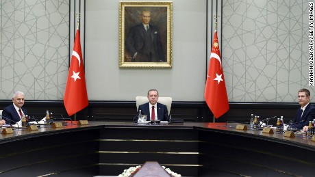 President of Turkey Recep Tayyip Erdogan (C) chairs the meeting of 65th Cabinet of Turkey at Presidential Complex, in Ankara on May 25, 2016. / AFP / KAYHAN OZER        (Photo credit should read KAYHAN OZER/AFP/Getty Images)