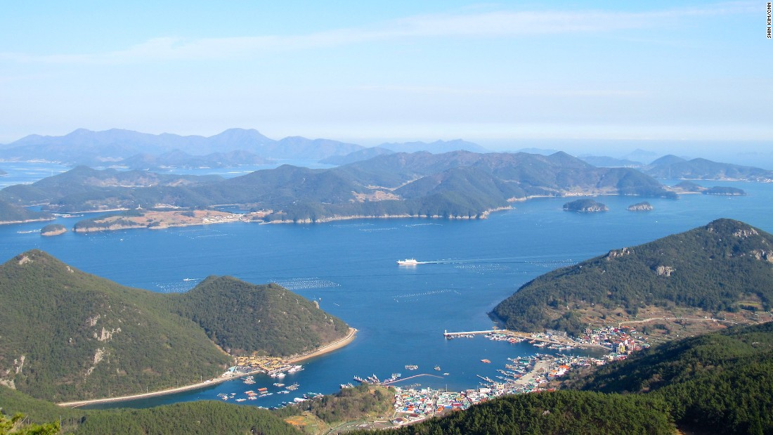 "For 360-degree views of Tongyeong and Hallyeohaesang National Park, take a 10-minute cable car ride up to the top of <a href=""http://cablecar.ttdc.kr/Eng"" target=""_blank"">Mireuksan Mountain</a>."