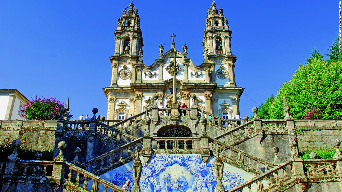 The Douro valley is also dotted by scenic small towns such as Lamego. The Shrine of Nossa Senhora dos Remedios is a church that sits atop a 686-step baroque staircase in the historic town.