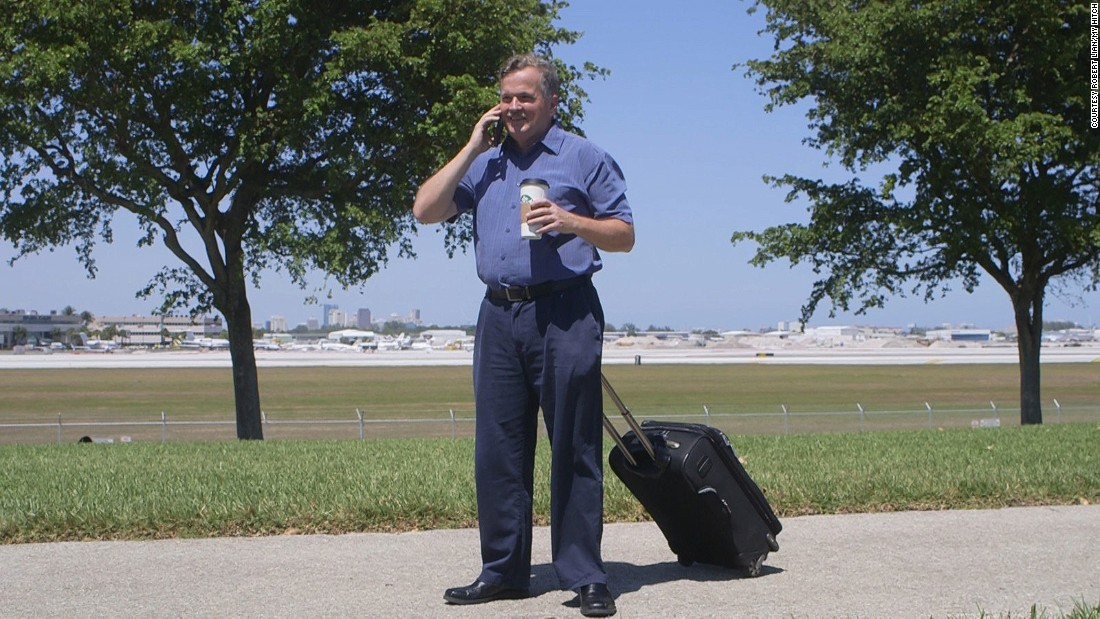 My Hitch is a hands-free travel accessory designed by Robert Lian, a 53-year-old airline pilot based in Miami, Florida.