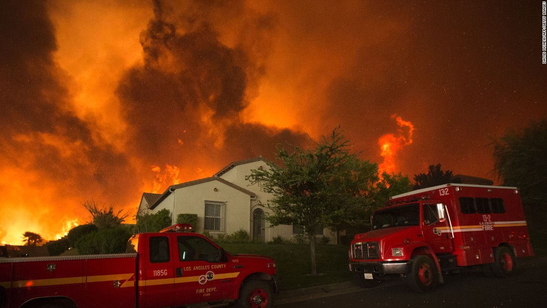 Flames close in on homes near Santa Clarita.