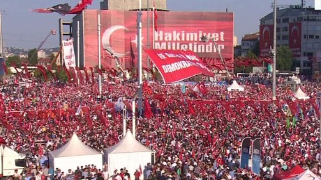 foes unite for pro-democracy rally in turkey nic robertson pkg_00002507