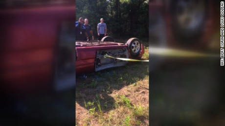 NS Slug: SC:MAN TRAPPED IN CAR RESCUED BY DOZENS (CAUGHT ON CAM)    Synopsis: More than a dozen people help pull driver from overturned car on I-20    Keywords: