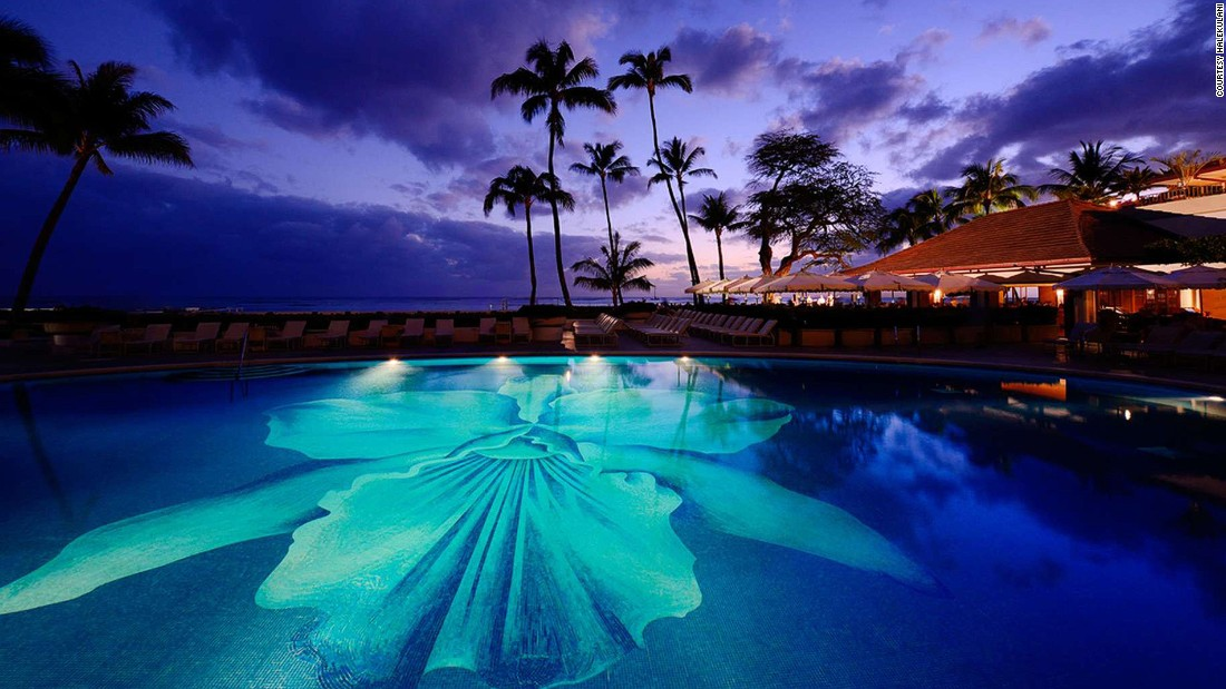 Thanks to the surrounding lush gardens, Halekulani is an elegant Zen-like hideaway on Oahu's popular Waikiki Beach.