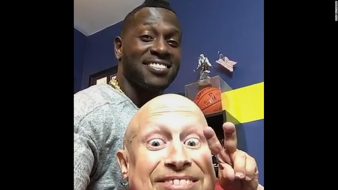 "NFL wide receiver Antonio Brown takes a photo with actor Verne Troyer on Wednesday, July 20. ""Charged up with my guy mini me,"" <a href=""https://www.instagram.com/p/BIGsgYmjQz8/"" target=""_blank"">Brown said on Instagram.</a>"