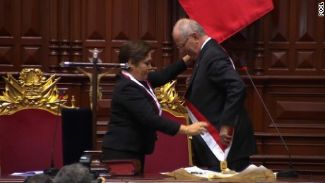 cnnee vo pedro pablo kuczynski recibe la presidencia de peru_00000000