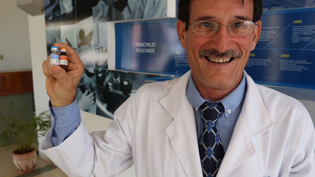Scientists at the Centro de Immunologia Molecular, the Center for Molecular Immunology, have created a vaccine to treat lung cancer. This has caught the attention of several countries around the world. Researcher Camilo Rodriguez with vials of the vaccine.
