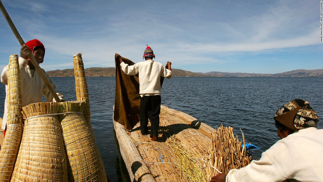 Floating islands, built and inhabited by the Uros pre-Inca people, dot the lake. The islands are constructed with woven reeds, and bungalows made of reeds are available for overnight stays.